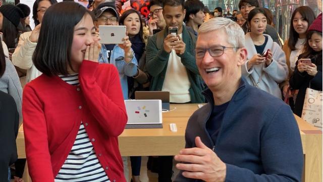 来日中、アップルのティム・クックCEOが40分間極秘面談した「あの人」 石川 温の「スマホ業界新聞」Vol.351