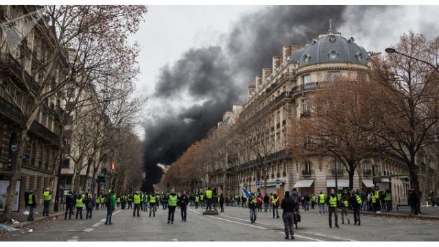 (有料)フランスが内戦に近い状況に陥り、米国でも激しい権力争いが続く