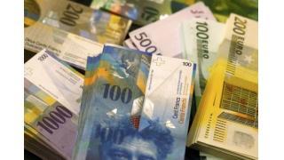 スイス通貨フランの急騰に見られる中央銀行の意図的な為替相場操縦と、食い物にされる一般投資家の関係