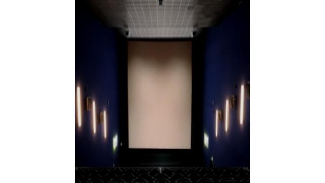 スマホ時代反映 縦長映画館オープン 横浜