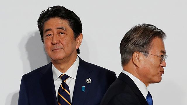 〈深層レポート〉「韓国と徹底的に白黒つけろ」安倍VS.文在寅