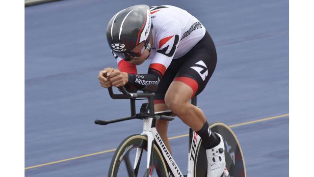 第66回全日本プロ選手権自転車競技大会トラック競技 4㎞個人パーシュート 横からの比較