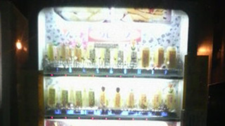 修羅の国の自販機は、こんなモノまで売っていた…!