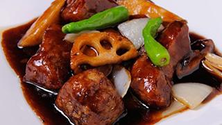 那須産豚をじっくり煮込んだ名物の酢豚は必食!