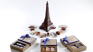 フランスの革命記念日に合わせてなんともフランスなチョコが展開!