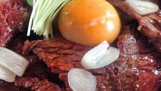 肉だ肉だーっ!筋トレ後にはココでタンパク質摂取。