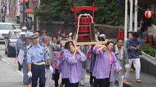 江戸城へお湯を運ぶ故事が現代にて再現される、そんなお祭り。
