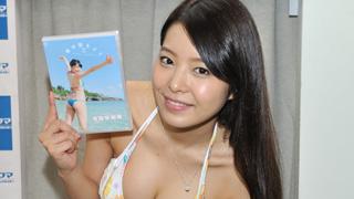 美乳グラドル 寺田安裕香「飴舐めとアイス舐めでの私の違いを楽しんでください」