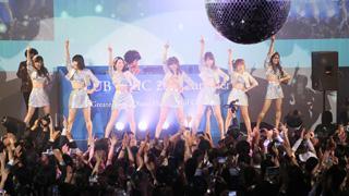 AKB48がアダルティーなディスコイベントにサプライズ出演!