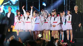 NGT48が海外で初パフォーマンス!食文化交流で新潟名物「笹団子」をプレゼント!!