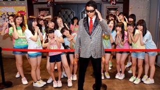 HKT48、劇場全体でパーティー!! ミラーボールが回る中、ファンもスタンディングでダンス!!