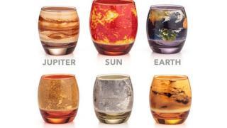 吸い込まれそうな美しさ 太陽系の惑星を再現したグラスセット