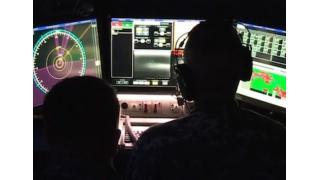 米軍・最新鋭レーザー砲の担当官はトリプルモニター環境でゲームパッドを使用