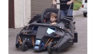「ダークナイト」バットマン最強の愛車「タンブラー」を再現したバット・ベビーカー