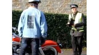 """【ドッキリ】警察も騙された!? 精巧に作られた1/1スケール""""プラモデル""""バイク"""