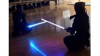 ふたりの剣道家がライトセーバーでガチ試合!ジェダイも真っ青な激しい打ち合いで魅せる