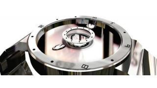 ターミネーターのようなSF感が味わえる 世界初の液体金属を使った腕時計「LMD watch」登場