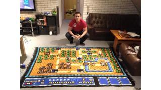 「スーパーマリオブラザーズ3」のマップを完全再現したカーペットを6年以上かけて編み上げた男