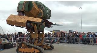 """世紀の一戦、実現なるか 巨大ロボ「クラタス」に""""決闘状""""が届く!作者は「ちょっと考えるから待ってろ」"""