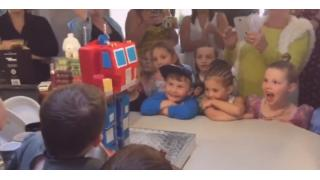 6歳の息子の誕生日に変形する「オプティマス」ケーキを作っちゃうスーパーパパ&ママ