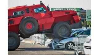 """対戦車地雷の爆発にも耐える 民間軍事企業が開発した世界最強の""""市販""""装甲車「マローダー」"""
