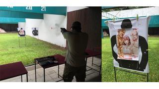 海外の射撃場で変態オヤジに迫られる美女のイラストをターゲットにする天才が現れる!守らなきゃ(使命感)