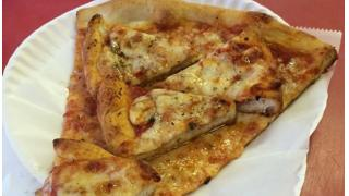 ピザにピザをトッピングするという天才的発想 アメリカ・ニューヨークのピザ屋が発売