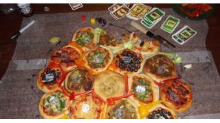 """ピザ好きのための食べられる""""ピザ""""ボードゲーム「Settlers of Delicious」が最高すぎる"""