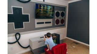 モニターとチェストと壁をまとめてドーン!「ファミコン(NES)」っぽく改造したゲーム専用部屋がすごい