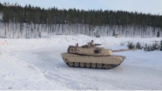「戦車でドリフトはできるのか?」にアメリカ海兵隊が回答 主力戦車「エイブラムス」で雪上ドリフトを披露