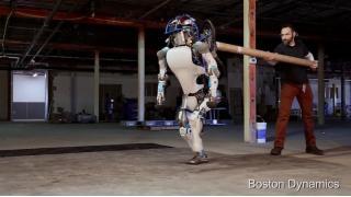 蹴られても絶対に転倒しない犬ロボットが進化!二足歩行の人型ロボットになって驚異的な性能を見せつける