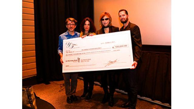 YOSHIKI  家を失った ハリケーン米国被災者支援のために 11,270,000円(100,000ドル)を寄付