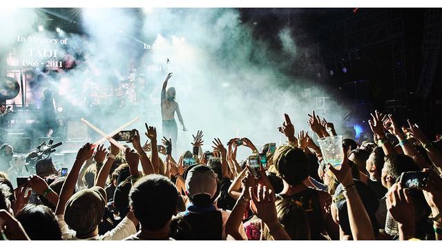 X JAPAN 米コーチェラで得た確かな評価と、世界に見せつけた圧倒的な存在感 X JAPANを「SPIRIT AWARD WINNERS」として称えた