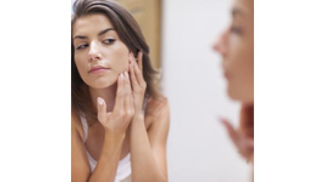 自宅でできる?顔のほくろを除去する「3つ」の方法を紹介