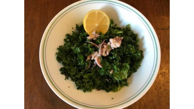 大江屋レシピ(25) 「ケールとイカの七味山椒サラダ」の巻
