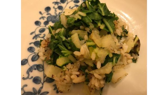 大江屋レシピ(56)「油を使わないあまりご飯のサラダチャーハン」、(57)「お手軽モミモミご飯のお供」の2本立ての巻