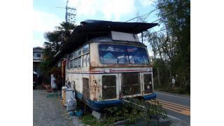【男の隠れ家】見た目はただの廃棄されたバス!?隠れ家的廃バスラーメン屋「山崎食堂」を紹介!