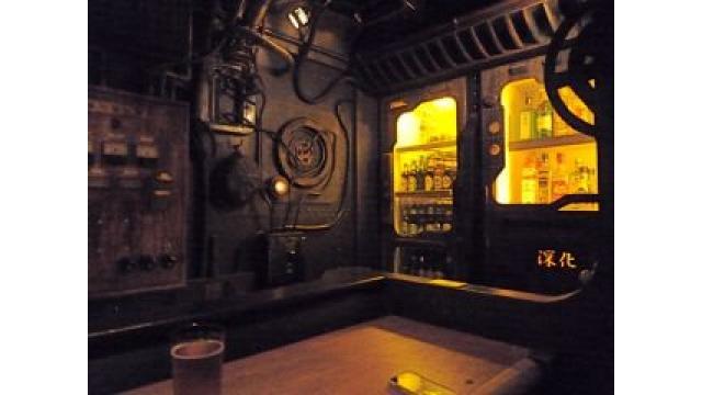 大人の隠れ家:隠れた路地の中、ひっそりと佇む『潜水艦BAR 深化』