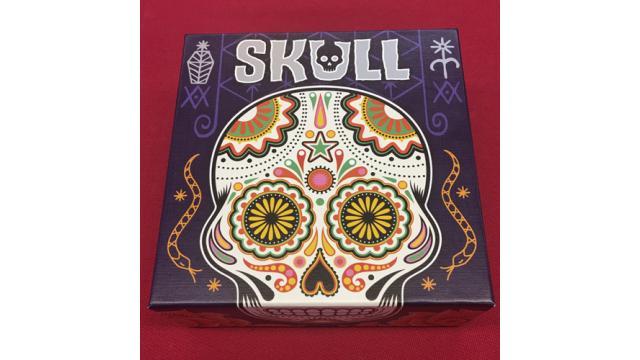 【大人のボードゲーム】戦略とブラフの融合!大人のボードゲーム『SKULL-スカル-』を紹介!