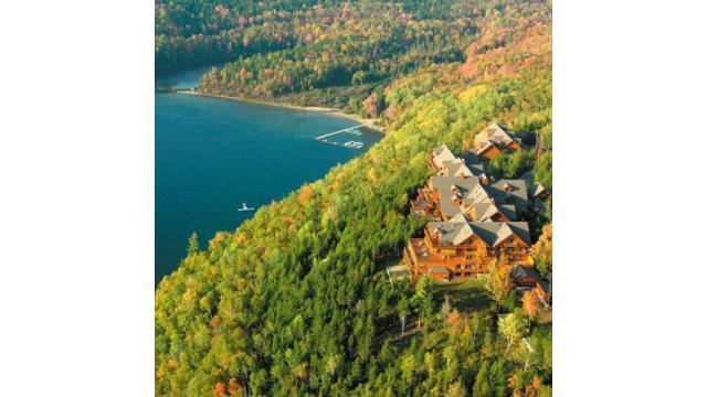 【大人の隠れ家】美しい湖畔と紅葉を楽しめる東カナダの隠れ家ホテル「ホテルサカコミ」を紹介!