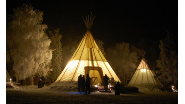 【大人の隠れ家】カナダ・イエローナイフ、伝統の隠れ家的テント「ティピー」でオーロラ観賞!