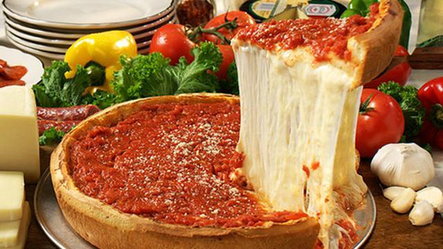 食べごたえ抜群!ケーキのような極厚の「シカゴピザ」が関西初上陸!