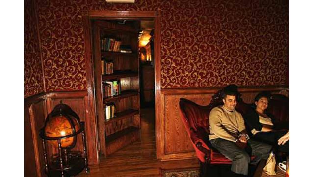 【大人の隠れ家】ニューヨークにある隠れ家バー「ザ バックルーム」を紹介!