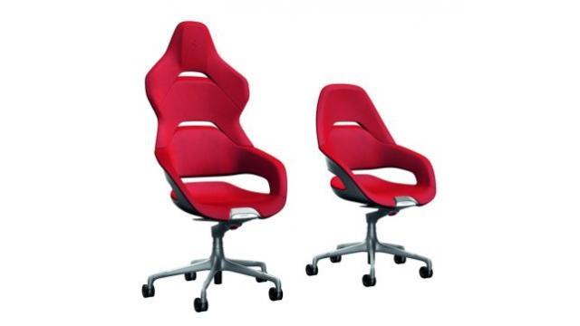 フェラーリが高級家具メーカーとコラボした「オフィスチェア」を発表!