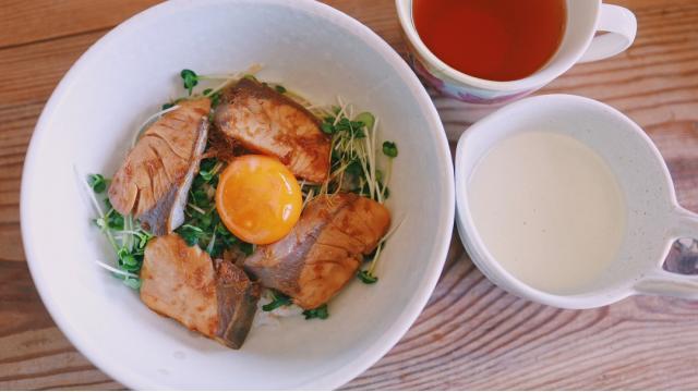 【20210311】ブリ玉丼・大根とみその豆乳スープ