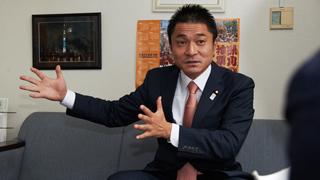 """""""即刻クビ""""を言い渡された柿沢未途衆院議員を直撃"""