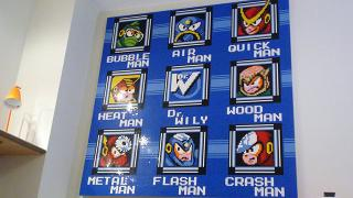 レゴで作られた『ロックマン2』ステージ選択画面の巨大ドット絵