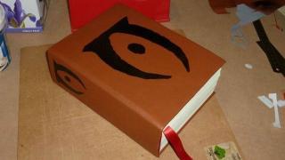 『オブリビオン』に登場する書物を一冊にまとめたブ厚い本