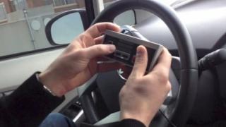 ゲームコントローラーで車を乗っ取り、操作するクラッキングが可能らしい