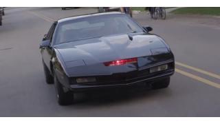 現代に蘇る正義の騎士! 『ナイトライダー』の「ナイト2000」の走るレプリカ車